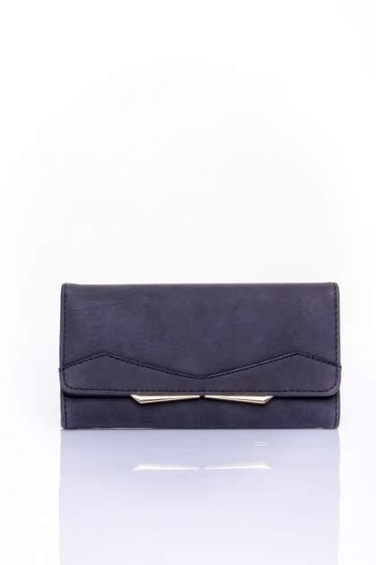 Czarny zamszowy portfel z geometrycznym motywem