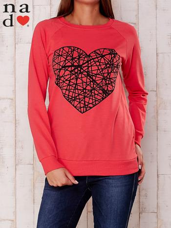 Czerwona bluza z nadrukiem serca