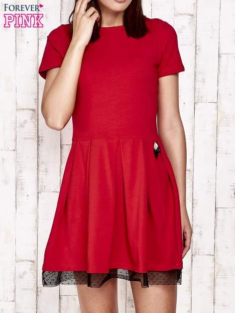 Czerwona sukienka dresowa z tiulem w groszki