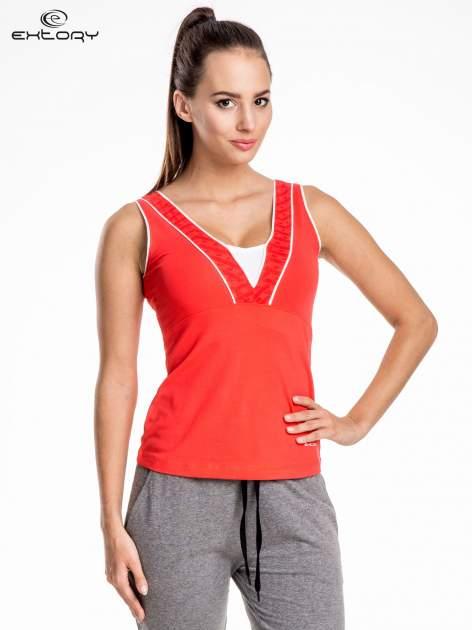 Czerwony damski top sportowy  dekoltem V-neck