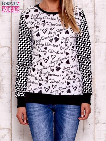 Ecru bluza z tekstowym nadrukiem i graficznym tyłem