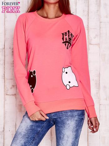 Fluoróżowa bluza z kocimi motywami