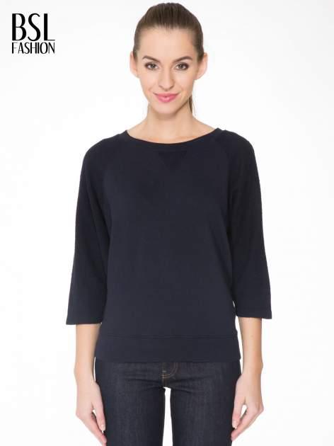 Granatowa bluza oversize z łączonych materiałów