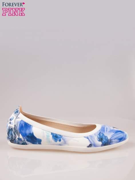 Granatowo-białe kwiatowe baleriny na gumkę