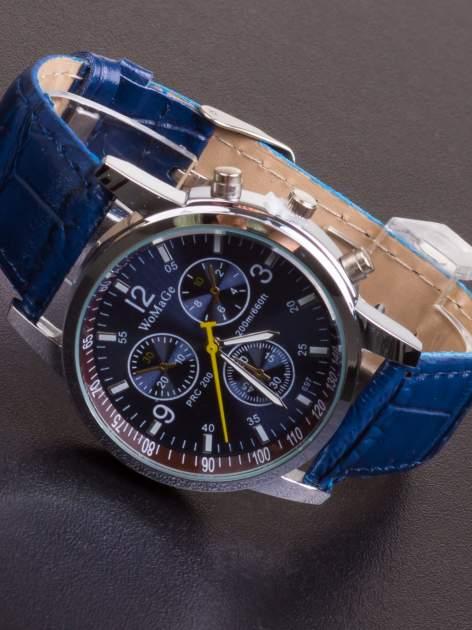 Granatowy zegarek damski z ozdobnym tachometrem