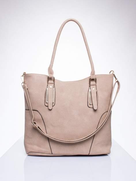 Jasnobrzowa torba shopper bag ze złotymi okuciami przy rączkach