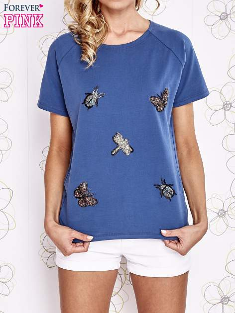 Niebieski t-shirt z aplikacją owadów