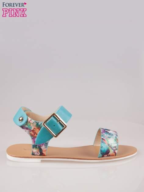 Niebieskie kwiatowe płaskie sandały z klamerką