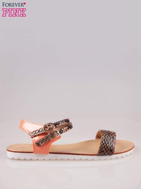 Pomarańczowe wężowe płaskie sandały z podwójną klamrą