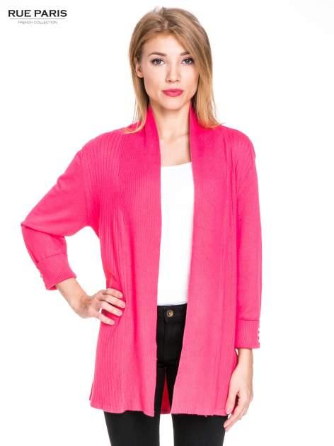 Różowy sweter kardigan z podwijanym rękawami z guziczkami
