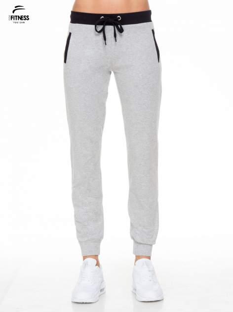 Szare spodnie dresowe z kontrastowym pasem i kieszeniami