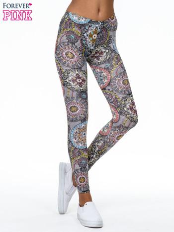 Wielokolorowe legginsy w etniczne wzory