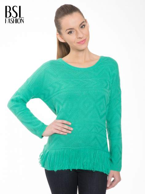 Zielony sweter w azteckie wzory z frędzlami na dole