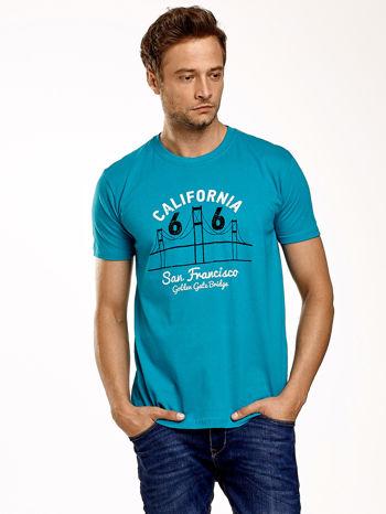 Zielony t-shirt męski z nadrukiem mostu i napisem CALIFORNIA 66