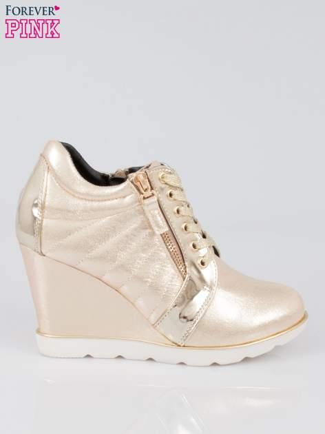 Złote sneakersy damskie na traktorowej podeszwie