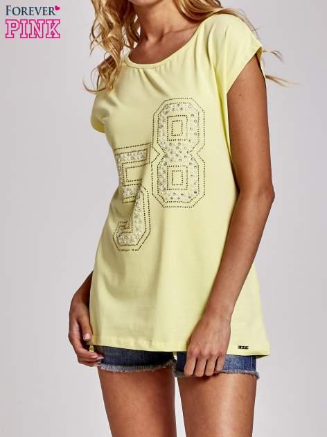 Żółty t-shirt z numerem 58 z dżetów
