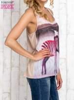 Beżowa bluzka koszulowa z nadrukiem w zebry