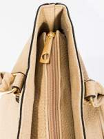 Beżowa torba na ramię ze złotymi okuciami