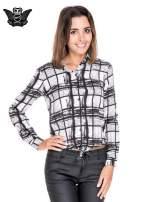 Biało-czarna koszula w kratę wiązana na dole