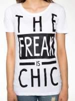 Biały t-shirt z napisem THE FREAK IS CHIC