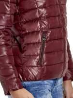 Brązowa puchowa kurtka z błyszczącego materiału z kapturem