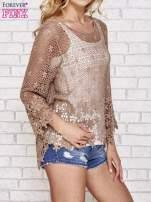 Brązowy szydełkowy sweterek z rozszerzanymi rękawami