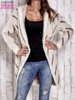 Camelowy włochaty sweter z kapturem