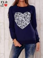 Ciemnoniebieska bluza z nadrukiem serca