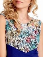 Ciemnoniebieska sukienka z kwiatową koronką