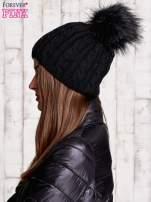 Czarna ocieplana czapka z pomponem