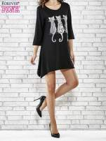 Czarna sukienka damska z nadrukiem kotów