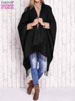 Czarne gładkie poncho z frędzlami