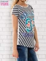 Czarno-biały t-shirt z napisem COLLEGE