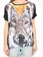 Czarny t-shirt z nadrukiem wilka i wydłużanym tyłem