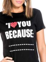 Czarny t-shirt z napisem I LOVE YOU BECAUSE