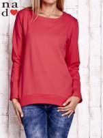 Czerwona bluza z dekoltem w łódkę