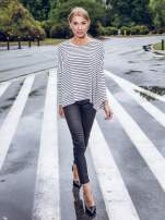 Ecru sweter w czarne paski o kroju oversize
