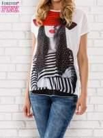 Ecru t-shirt z dziewczęcym nadrukiem