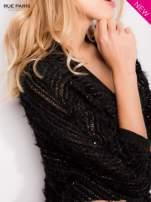 Futrzany sweter nietoperz przeplatany błyszczącą nicią