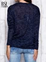 Granatowa melanżowa bluzka z kieszonką z przodu