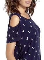 Granatowa sukienka cut out shoulder w ptaszki