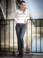 Granatowe klasyczne spodnie jeansowe rurki