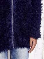 Granatowy futrzany sweter kurtka na suwak