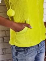 Jasnożółta kamizelka z kapturem z uszkami i pomponami