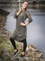 Khaki dresowa sukienka z koronkowym karczkiem