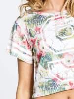 Kwiatowy t-shirt typu crop top z numerkiem