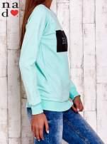 Miętowa bluza z napisem BE NICE