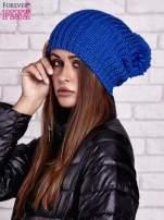 Niebieska czapka z dużym pomponem