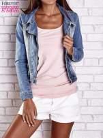 Niebieska jeansowa kurtka o kroju ramoneski
