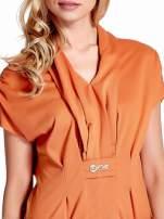 Pomarańczowa drapowana sukienka z kieszeniami